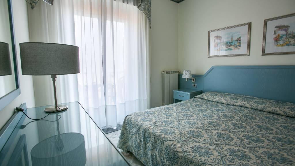 hotel-ariston-imperia-neues-zimmer-interieur-4