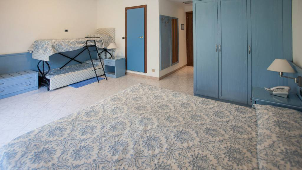 hotel-ariston-imperia-chambre-quadruple-5