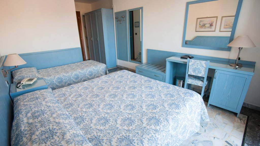 hotel-ariston-imperia-chambre-triple-4