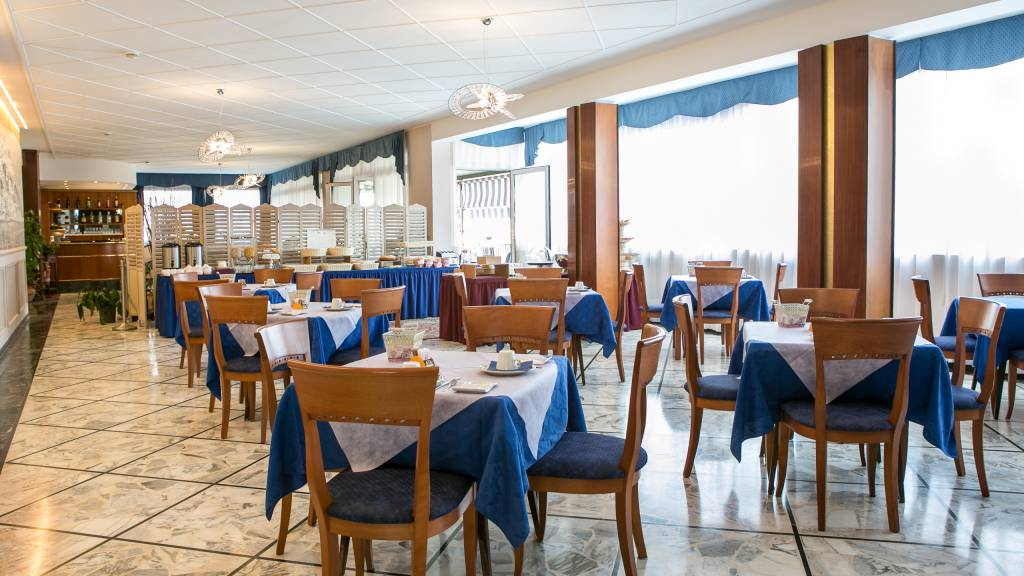 hotel-ariston-imperia-nouvelle-salle-petit-dejeuner-6