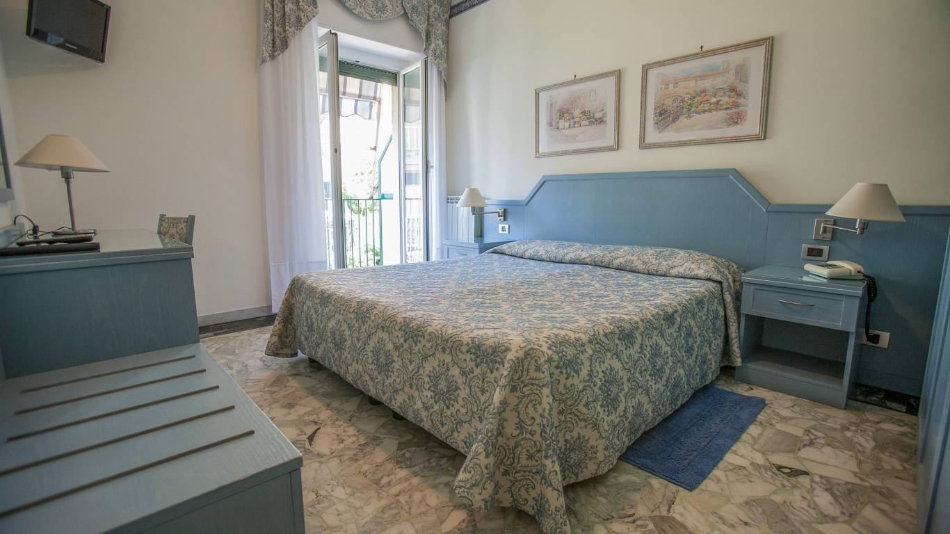 hotel-ariston-imperia-double-room-balcony-7