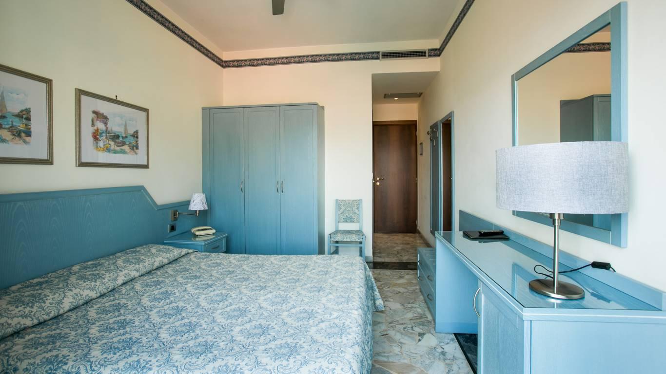 hotel-ariston-imperia-neues-zimmer-interieur-1