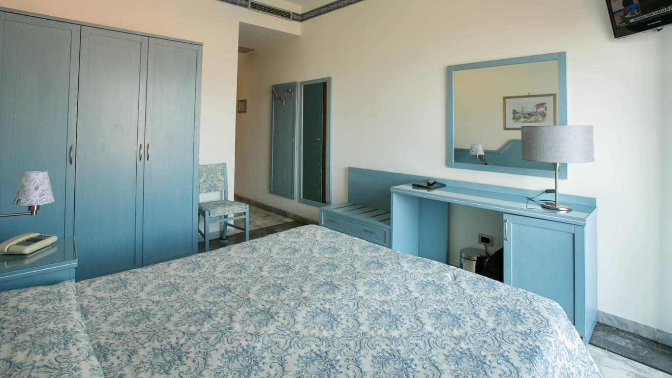 hotel-ariston-imperia-neues-zimmer-interieur-3