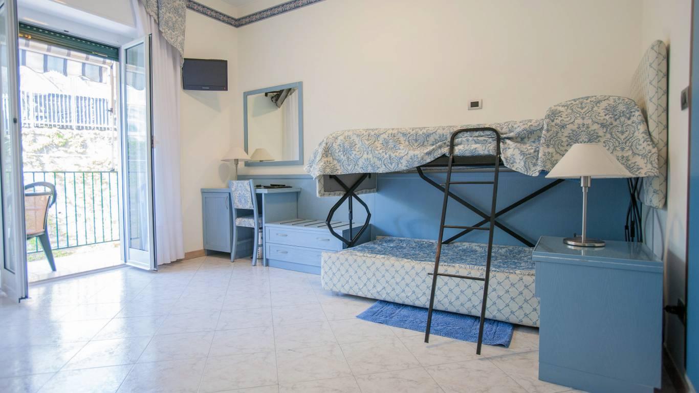 hotel-ariston-imperia-vierbettzimmer-7
