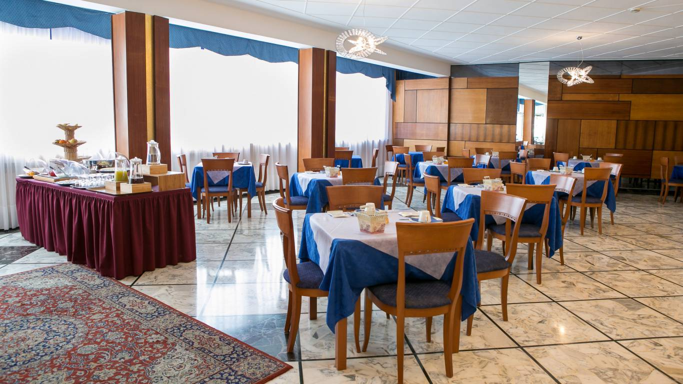 hotel-ariston-imperia-new-breakfast-room-3