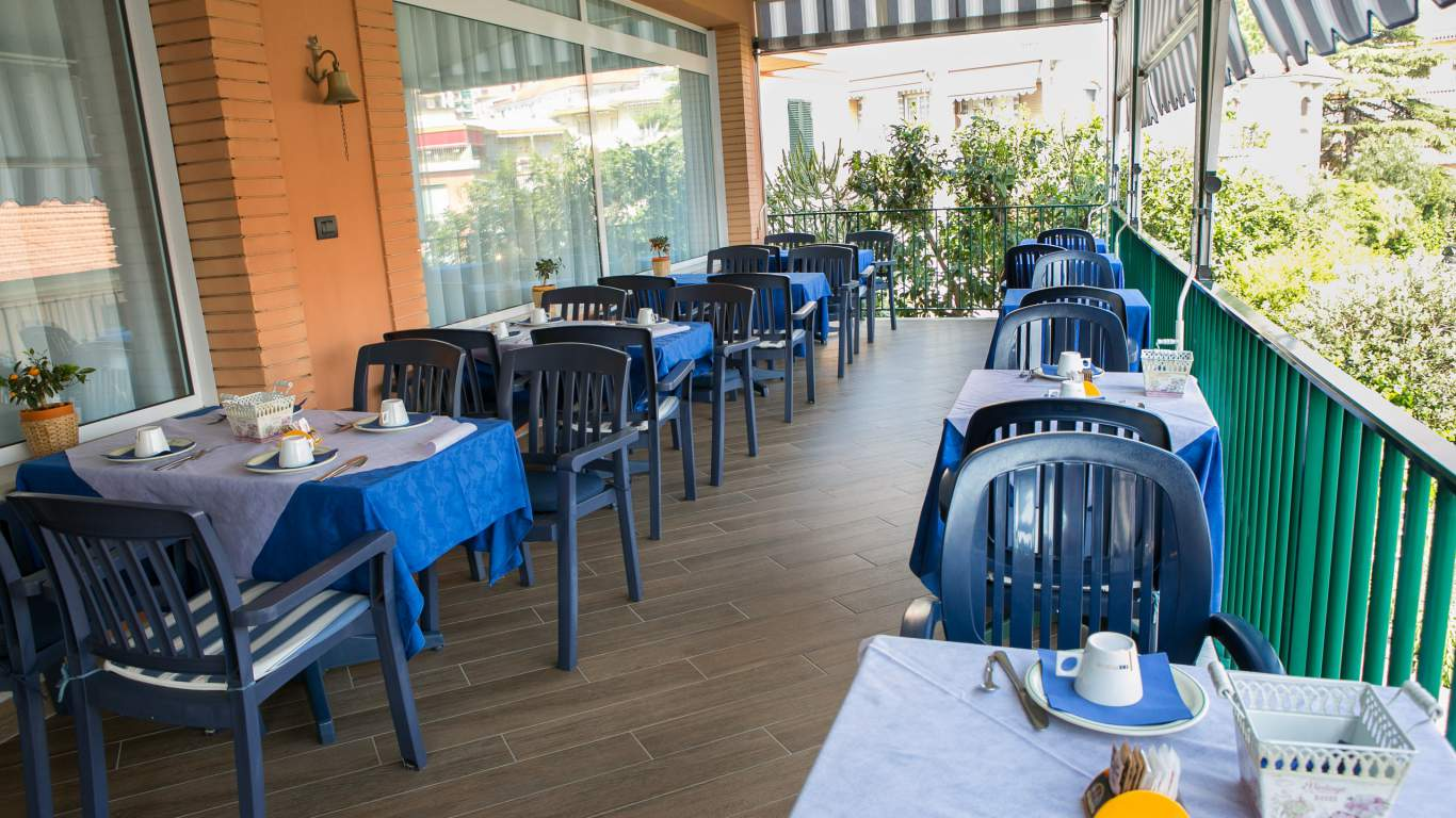 hotel-ariston-imperia-terrace-breakfast-1