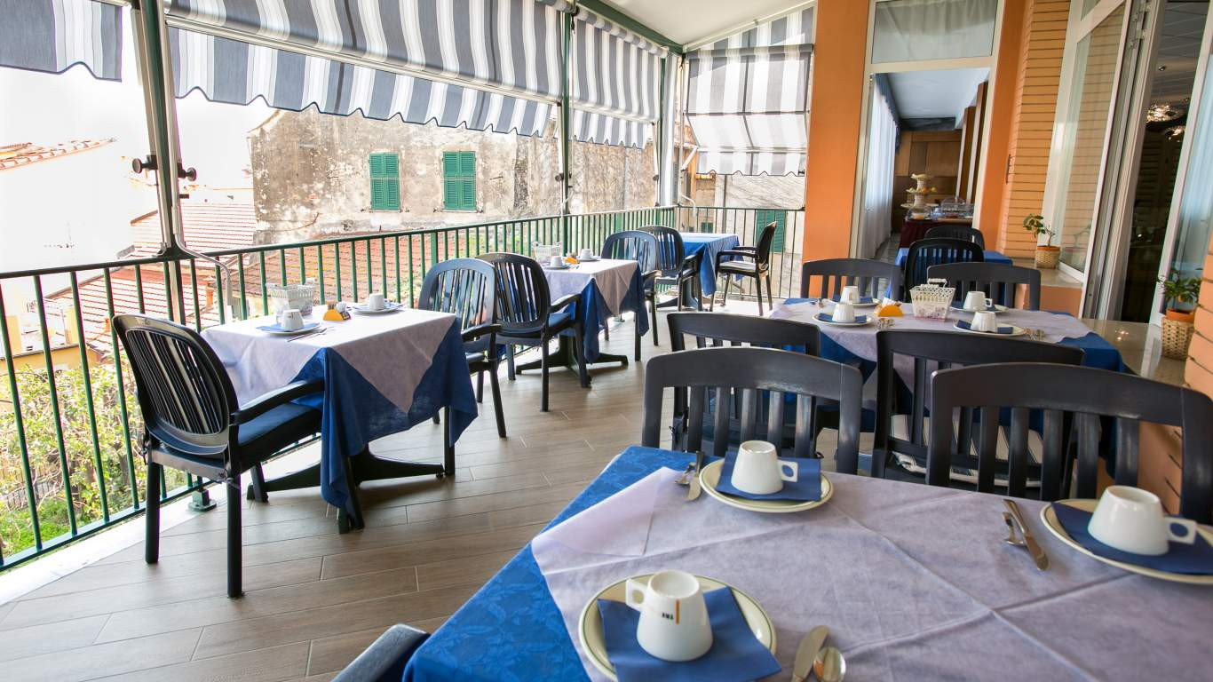 hotel-ariston-imperia-terrace-breakfast-5