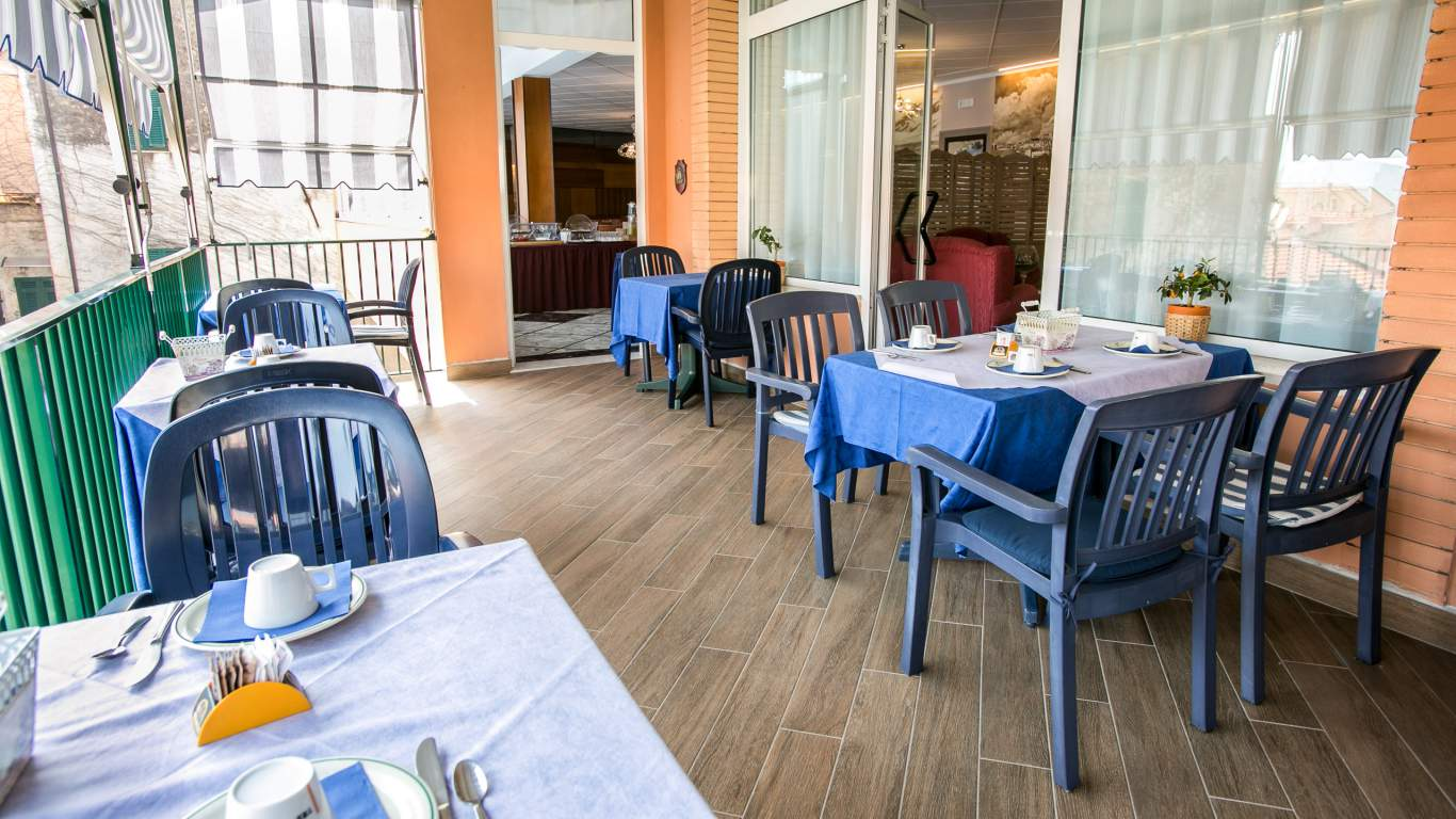 hotel-ariston-imperia-terrace-breakfast-6