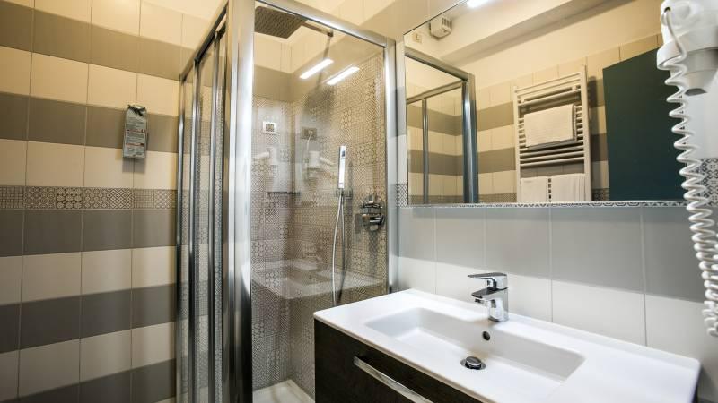 hotel-ariston-imperia-neues-badezimmer-2