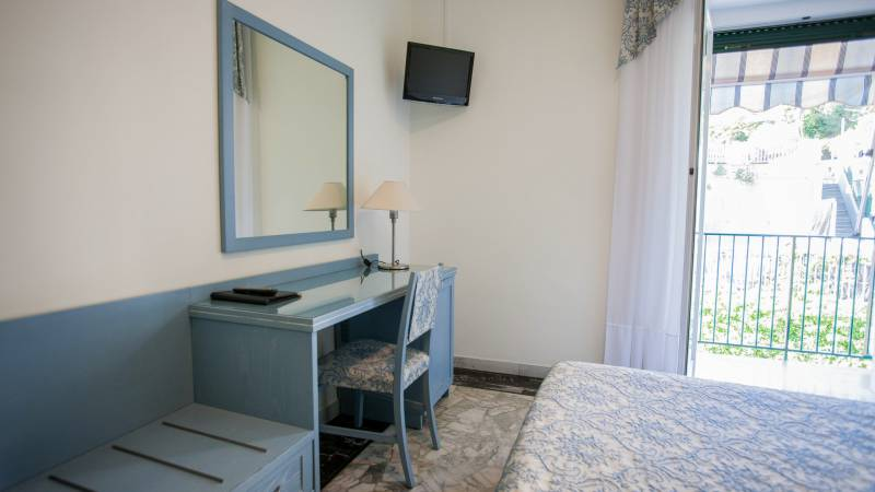 hotel-ariston-double-room-balcony-4