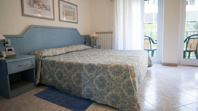hotel-ariston-imperia-vierbettzimmer-1