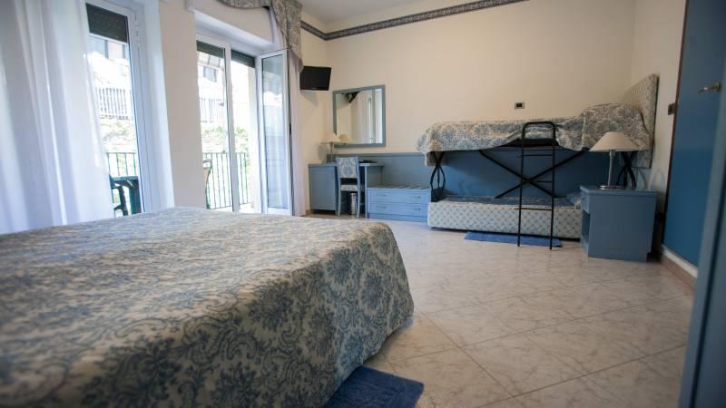 hotel-ariston-imperia-vierbettzimmer-2