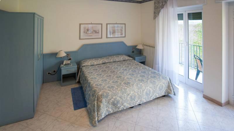 hotel-ariston-imperia-vierbettzimmer-3
